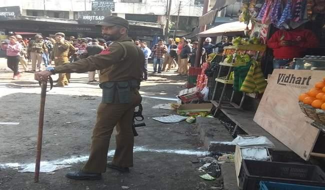 जम्मू कश्मीर के बस स्टैंड पर जोरदार धमाका, 18 लोग बुरी तरह से जख्मी